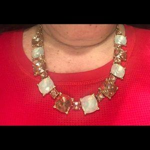 Jewelry - Beautiful gold tone necklace. 18iinch